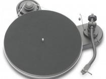 """RPM 1.3 GENIE PRO-JECT PROJECT Turntable OFFERTA PROMOZIONE SCONTO SCONTATO OCCASIONE OUTLET DOLFI FIRENZE HI FI HIGH END TOSCANA ITALIA Giradischi Serie RPM compreso di braccio e testina Ortofon OM-3E, trazione a cinghia, velocità 33/45 giri. Piatto in MDF e matte in feltro. Braccio in alluminio a S da 8,6"""", connettori RCA posteriori placcati oro. Motore esterno disaccoppiato dal telaio."""