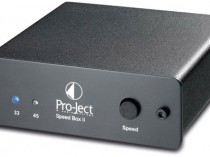SPEEDbox 2 PROJECT PRO-JECT OFFERTA PROMOZIONE SCONTO SCONTATO OCCASIONE OUTLET DOLFI HI-FI FIRENZE HI FI FIDELITY HIGH END TOSCANA ITALIA Pro-Ject Speed Box II Regolatore elettronico di velocità serie Box Design per i giradischi Pro-Ject (tranne i modelli con regolatore elettronico di velocità integrato). 33/45 e 78 giri (solo alcuni modelli). Funzionamento controllato da microprocessore. Da utilizzare con i giradischi con alimentatore esterno 16V/AC. Dimensioni: 103x38mm (LxA).