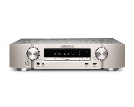 SINTOAMPLIFICATORI MARANTZ NR1506 AMPLIFICATORE FINALE DI POTENZA STEREO MONO Proiettore sonoro digitale di rete LOUDSPEAKER MULTIMEDIA & STREAMING WIFI WI-FI WI FI WIRELESS SPEAKER streamer audiovideo Audio MODULO FM DAB FM/DAB+ alimentazione FM TUNER PREAMPLI PREAMPLIFICATORE STEREO STADIO PHONO MULTIMEDIA WIRELESS SPEAKERS PROEITTORE SONORO CANALE CENTRALE LETTORE CD COMPACT DISC SINTONIZZATORE SINTOAMPLI SINTOAMPLIFICATORE AV A/V AUDIO VIDEO AMPLIFICATORE INTEGRATO sistema audio integrato INTEGRATED AMPLIFIER COPPIA DIFFUSORE ACUSTICO DIFFUSORI ACUSTICI CASSA ACUSTICA CASSE ACUSTICHE AUDIO/VIDEO RIBASSI OFFERTA PROMOZIONE SCONTO SCONTATO OCCASIONE OUTLET DOLFI HI-FI FIRENZE HI FI FIDELITY HIGH END TOSCANA ITALIA Telaio di altezza ridotta, 5 x 85 Watt (6 ohm, 1%), WiFi, Bluetooth, Dolby TrueHD, DTS HD, Audyssey MultEQ, HDMI 2.0 (4k full rate), 7+1in / 1out HDMI (3D / ARC), HDCP 2.2, Video pass through, GUI sovraimpressa, Streaming di rete per audio e foto, Riproduzione di file Apple lossless, Gapless, FLAC HD 192/24, DSD, AIFF; ALAC, AirPlay, Spotify Connect, • Internet radio, Ingresso USB compatibile iPod/iPhone, M-DAX2, Nuova versione RC, • Smart Select, Modalità ECO