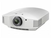 SONY VPL-HW65ES VIDEOPROIETTORE VIDEO PROIETTORE VIDEOPROJECTOR CAVO CAVETTO AUDIO ETHERNET HDD MODEL AMPLIFICATORE FINALE DI POTENZA STEREO MONO Proiettore sonoro digitale di rete LOUDSPEAKER MULTIMEDIA & STREAMING WIFI WI-FI WI FI WIRELESS SPEAKER streamer audiovideo Audio MODULO FM DAB FM/DAB+ alimentazione FM TUNER PREAMPLI PREAMPLIFICATORE STEREO STADIO PHONO MULTIMEDIA WIRELESS SPEAKERS PROEITTORE SONORO CANALE CENTRALE diffusore centrale LETTORE CD COMPACT DISC SINTONIZZATORE SINTOAMPLI SINTOAMPLIFICATORE AV A/V AUDIO VIDEO SINTOAMPLIFICATORI AMPLIFICATORE INTEGRATO sistema audio integrato INTEGRATED AMPLIFIER DIFFUSORE ACUSTICO coppia DIFFUSORI ACUSTICI CASSA ACUSTICA CASSE ACUSTICHE AUDIO/VIDEO SPECIAL EDITION SE SERVER DI RETE MUSICALE MUSICA MUSIC RIBASSI OFFERTA PROMOZIONE SCONTO SCONTATO OCCASIONE OUTLET DOLFI HI-FI FIRENZE HI FI FIDELITY HIGH END TOSCANA ITALIA Proiettore SXRD Full HD per home cinema con luminosità di 1800 lumen Immagini spettacolari in Full HD con Reality CreationL'avanzata tecnologia del pannello SXRD, in abbinamento a Reality Creation, la tecnologia di elaborazione in altissima risoluzione di Sony, riproduce colori, trame e dettagli nei minimi particolari. La differenza è evidente: immagini in Full HD chiare e nitide, ancora più fedeli alla sorgente originale a 1080p. Luminosità e contrasto elevatiL'eccezionale luminosità di 1800 lumen e il range di contrasto dinamico elevato di 120.000:1 garantiscono immagini in Full HD estremamente nitide, con colori chiari brillanti e neri intensi, anche in ambienti bene illuminati. Finitura biancaIl proiettore è disponibile anche in una splendida e originale finitura bianca che si adatta perfettamente agli arredi in stile contemporaneo o tradizionale. Fluidità delle azioni su schermoAssociata all'estrema velocità di risposta del pannello, la tecnologia Motionflow ti consente di vedere ogni singolo dettaglio praticamente senza sfocature, anche durante le scene d'azione più veloci. Lampada di lung