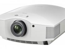 SONY VPL-HW40ES VIDEOPROIETTORE VIDEO PROIETTORE VIDEOPROJECTOR CAVO CAVETTO AUDIO ETHERNET HDD MODEL AMPLIFICATORE FINALE DI POTENZA STEREO MONO Proiettore sonoro digitale di rete LOUDSPEAKER MULTIMEDIA & STREAMING WIFI WI-FI WI FI WIRELESS SPEAKER streamer audiovideo Audio MODULO FM DAB FM/DAB+ alimentazione FM TUNER PREAMPLI PREAMPLIFICATORE STEREO STADIO PHONO MULTIMEDIA WIRELESS SPEAKERS PROEITTORE SONORO CANALE CENTRALE diffusore centrale LETTORE CD COMPACT DISC SINTONIZZATORE SINTOAMPLI SINTOAMPLIFICATORE AV A/V AUDIO VIDEO SINTOAMPLIFICATORI AMPLIFICATORE INTEGRATO sistema audio integrato INTEGRATED AMPLIFIER DIFFUSORE ACUSTICO coppia DIFFUSORI ACUSTICI CASSA ACUSTICA CASSE ACUSTICHE AUDIO/VIDEO SPECIAL EDITION SE SERVER DI RETE MUSICALE MUSICA MUSIC RIBASSI OFFERTA PROMOZIONE SCONTO SCONTATO OCCASIONE OUTLET DOLFI HI-FI FIRENZE HI FI FIDELITY HIGH END TOSCANA ITALIA Un'esperienza cinematografica all'avanguardia per le applicazioni home cinema VPL-HW40ES è una soluzione eccellente per tutti i cinefili che desiderano vivere a casa propria un'incredibile esperienza cinematografica che valichi i confini del TV. Il modello è equipaggiato con la nostra tecnologia professionale,tra cui gli avanzati pannelli SXRD e Reality Creation per immagini incredibilmente nitide e chiare, mentre grazie alla luminosità del colore ottenuta con 1700 lumen potrai vedere al meglio i tuoi film preferiti in 3D o 2D. Le modalità Bright Cinema e Bright TV migliorano ulteriormente la qualità delle immagini, garantendo una luminosità ottimale e colori ricchi e superbi. Pannelli SXRD di alta qualitàTecnologia di qualità cinematografica per immagini super nitide. Alta luminosità e immagini dinamiche1700 lumen di luminosità grazie alla funzione Contrast Enhancer. Reality CreationImmagine Full HD ottimale possibile. Ampia gamma di movimento per la massima flessibilità d'installazioneLa gamma di movimento dell'ottica di +/–71% offre pi Rumore della ventola estremamente bassoRumore 21 db ridot