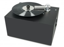 Macchina lavadischi Pro-Ject PROJECT Vinyl Cleaner VC-S VCS Macchina lavadischi lava dischi vinile liquido vinili RCM HDD MODEL AMPLIFICATORE FINALE DI POTENZA STEREO MONO Proiettore sonoro digitale di rete LOUDSPEAKER MULTIMEDIA & STREAMING WIFI WI-FI WI FI WIRELESS SPEAKER streamer audiovideo Audio MODULO FM DAB FM/DAB+ alimentazione FM TUNER PREAMPLI PREAMPLIFICATORE STEREO STADIO PHONO MULTIMEDIA WIRELESS SPEAKERS PROEITTORE SONORO CANALE CENTRALE diffusore centrale LETTORE CD COMPACT DISC SINTONIZZATORE SINTOAMPLI SINTOAMPLIFICATORE AV A/V AUDIO VIDEO SINTOAMPLIFICATORI AMPLIFICATORE INTEGRATO sistema audio integrato INTEGRATED AMPLIFIER DIFFUSORE ACUSTICO coppia DIFFUSORI ACUSTICI CASSA ACUSTICA CASSE ACUSTICHE AUDIO/VIDEO SPECIAL EDITION SE SERVER DI RETE MUSICALE MUSICA MUSIC RIBASSI OFFERTA PROMOZIONE SCONTO SCONTATO OCCASIONE OUTLET DOLFI HI-FI FIRENZE HI FI FIDELITY HIGH END TOSCANA ITALIA Macchina lavadischi semi automatica ultraveloce. Pulizia e asciugatura del disco in 2 secondi. Clamp che preserva l'etichetta del disco dal lavaggio. Spargimento del liquido sulla superficie del disco in modo manuale. Braccio di pulizia e asciugatura in metallo automatico. Contenitore interno per il liquido di scarto. Elegante chassis in legno. Possibilità di coperchio antipolvere opzionale.