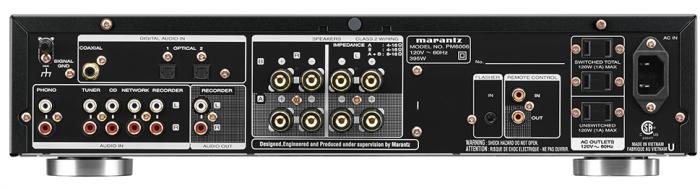 PM6006 è un ulteriore aggiornamento del pluripremiato PM6005. Naturalmente, abbiamo impiegato nelle sezioni di preamplificazione e di potenza esclusivamente componenti discreti - non un solo circuito integrato è stato utilizzato sul percorso del segnale. PM6006 è stato migliorato come valore di corrente di picco dello stadio di amplificazione, per consentire di affinare il suono in modo molto più dettagliato. È possibile collegare direttamente a questo straordinario amplificatore integrato una vasta gamma di sorgenti digitali, per utilizzare il suo DAC di elevate prestazioni CS4398 a 24bit / 192kHz e alta corrente, per avere incredibili prestazioni audio di alto livello con i nuovi media. Inoltre, l'amplificatore ora dispone di 2 ingressi ottici e 1 ingresso coassiale digitale (un ingresso ottico supplementare rispetto al modello precedente, PM6005). Tutta la sezione digitale è completamente protetta da un involucro metallico supplementare per assicurare che lo stadio digitale non influenzi il segnale analogico. Naturalmente sono ancora presenti tutte le caratteristiche originali come, ad esempio, cinque ingressi audio linea e uno phono, due coppie di terminali placcati in oro per i diffusori acustici con possibilità di bi-wiring e un telecomando. Il trasformatore toroidale schermato a bassa impedenza, i componenti personalizzati e gli esclusivi moduli Marantz HDAM assicurano il suono potente, dinamico e dettagliato originale Marantz.